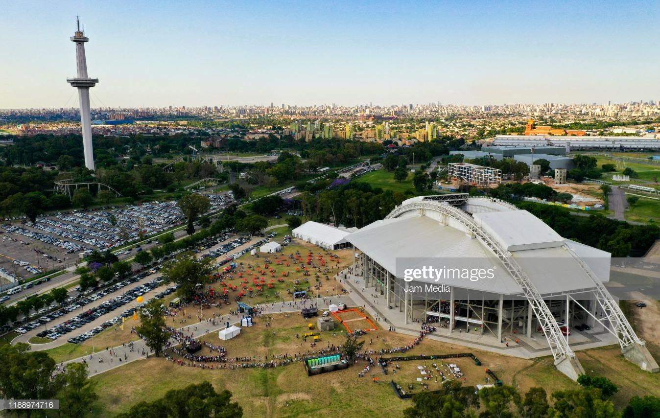 Zverev v Federer - Exhibition Game : News Photo