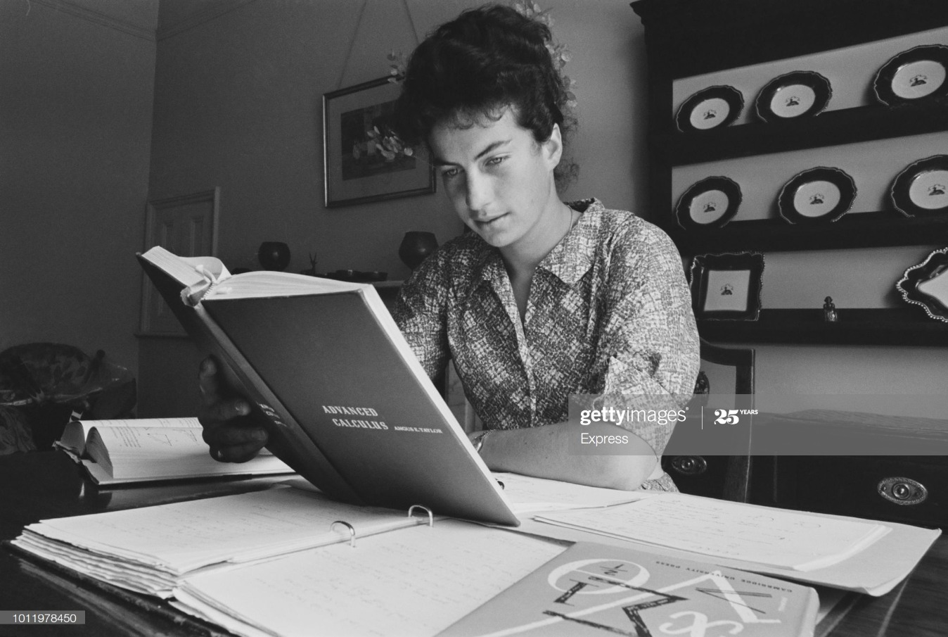 Virginia Wade Studying Maths : News Photo