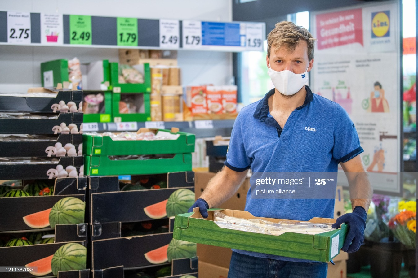 Coronavirus - tennis pro works for discounters : News Photo
