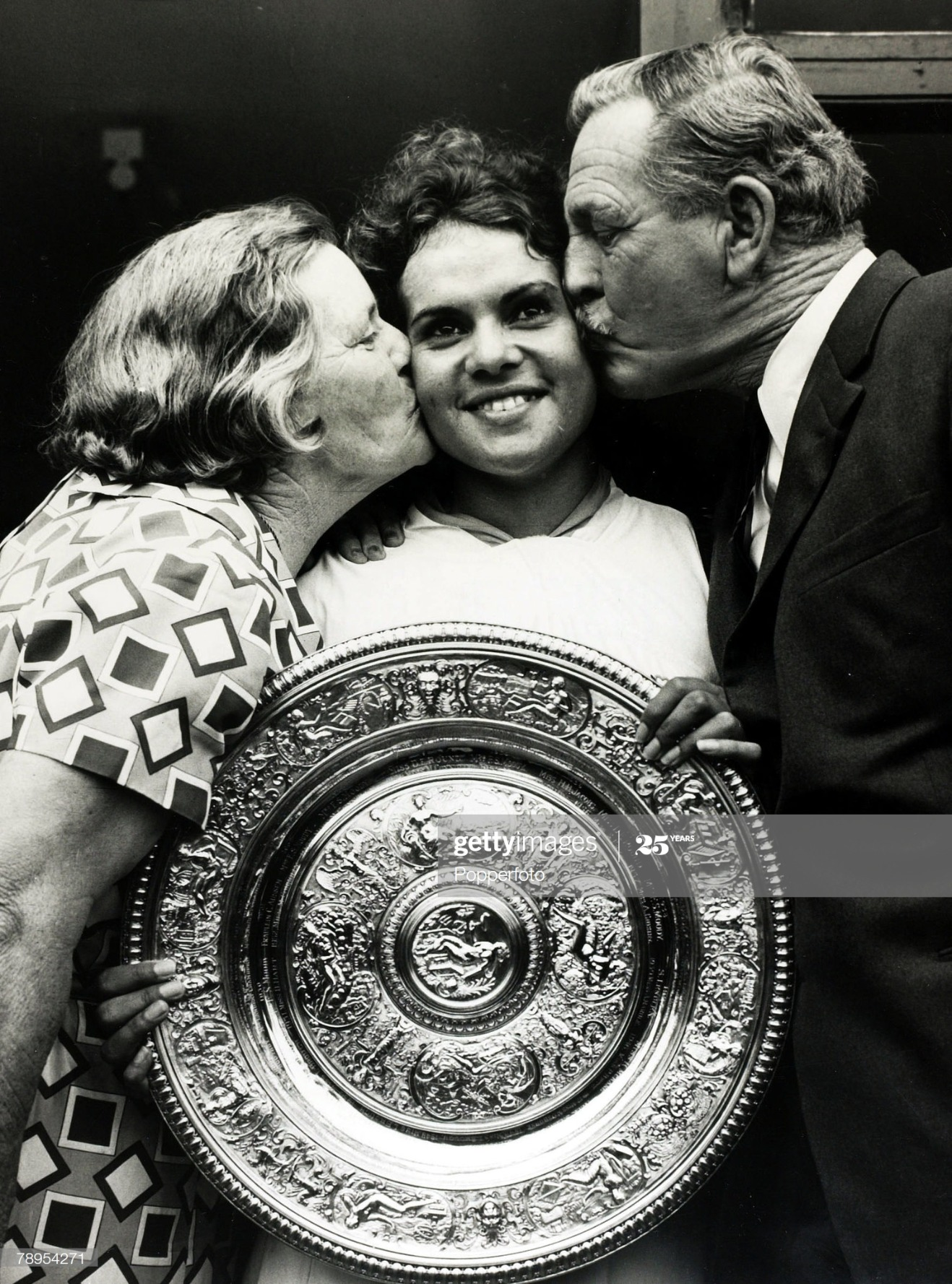 Sport. Tennis. pic: July 1971. Wimbledon Lawn Tennis Championships. Ladies Singles Final. Australia's Evonne Goolagong gets a congratulatory kiss from her coach Vic Edwards and his wife Eva, after she had beaten Margaret Court to take the Ladies Singles t : News Photo