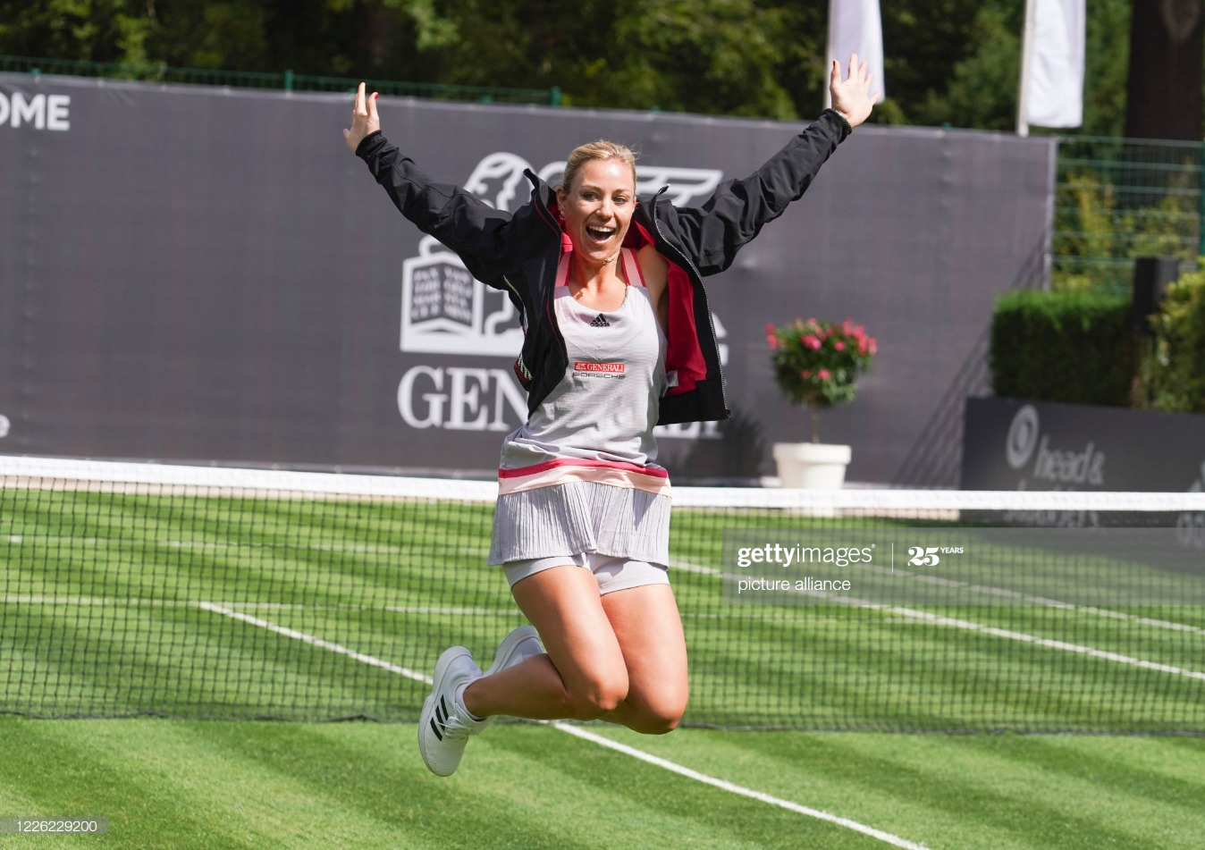 Tennis show match for the Center Court opening in Bad Homburg : News Photo